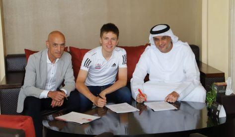 Pogacar amplía su compromiso con el UAE Team Emirates hasta 2027