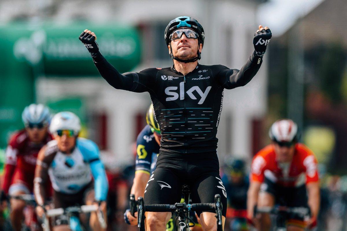 Elia Viviani vence al sprint en Bretaña