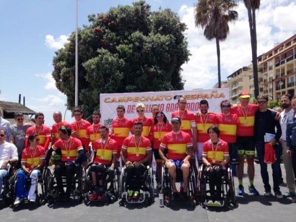 Los campeones de España de ciclismo adaptado lucieron sus  maillots © RFEC