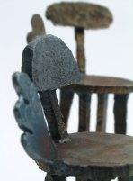 Link image_詳細ページへのリンク 手のひらに乗るサイズの鉄のイスオブジェの部分写真