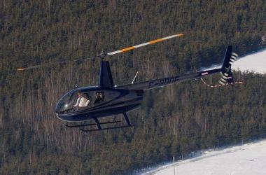 Robinson R44 en vol