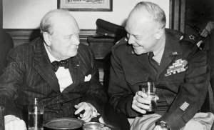 Churchill y Esienhower disfrutando de una copa. bebido