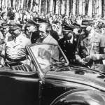 Hitler y Porsche con el primero modelo. 20 de abril de 1939.