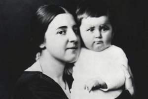 Nadiezhda Alliluyeva con Svetlana Stalin.