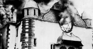 Sinagoga arde en Kristallnacht
