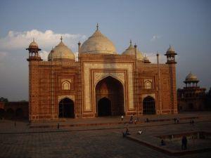 Otro de los mausoleos complejo Taj Mahal