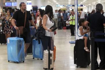 Cerca de 1,500 pasajeros de avión perdieron sus vuelos por bloqueos en Cancún