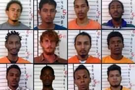 Fuga masiva de reos en Belice tras un motín anoche, hoy recapturaron a uno de 28 evadidos