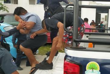 Cozumel, Isla de Paz / A 100 Grados / Editorial