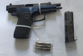 Aseguran a una persona con arma de fuego