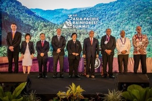 <p>A high-level group photo during the 3rd Asia-Pacific Rainforest Summit in Yogyakarta, Indonesia on 23 April 2018.</p>