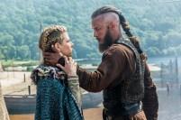 Vikings-Lagertha-Katheryn-Winnick-and-Ragnar-Travis-Fimmel