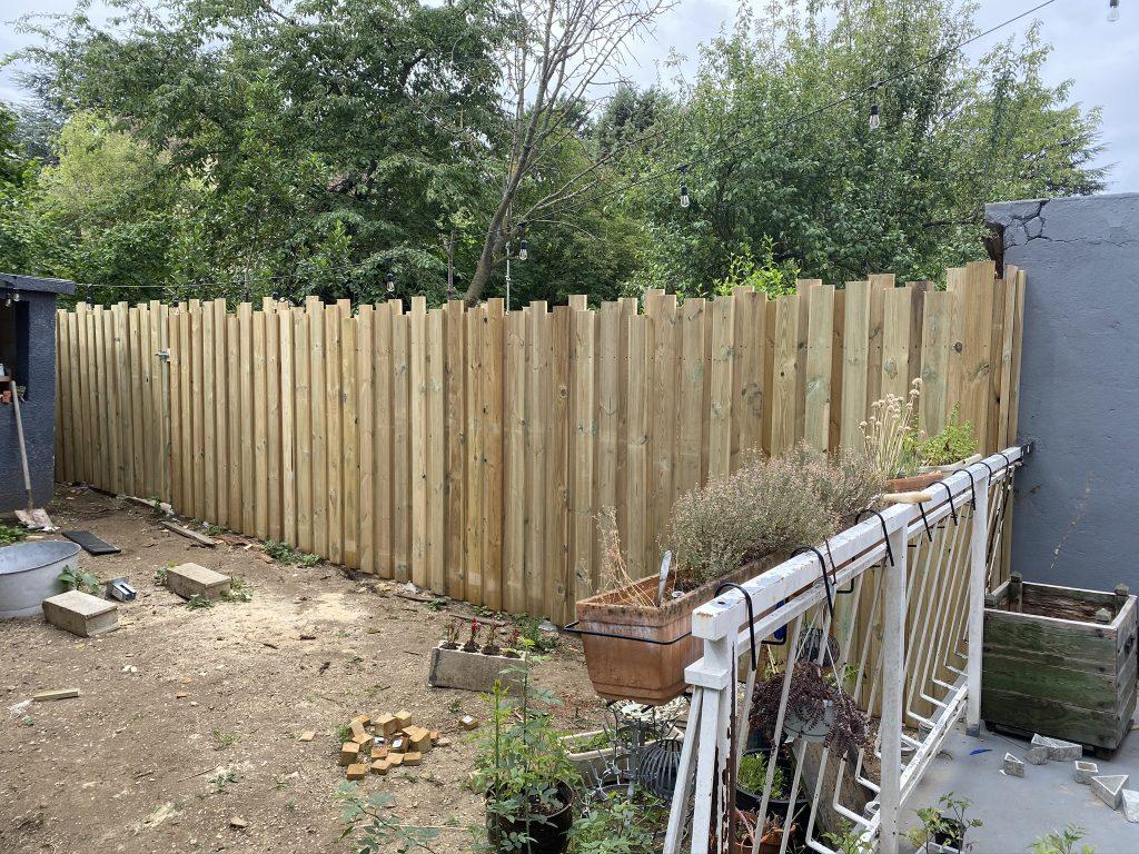 construire une palissade en bois tout