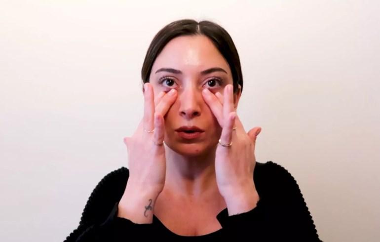 Göz Altı Torbası İçin Yüz Egzersizi ve Masaj