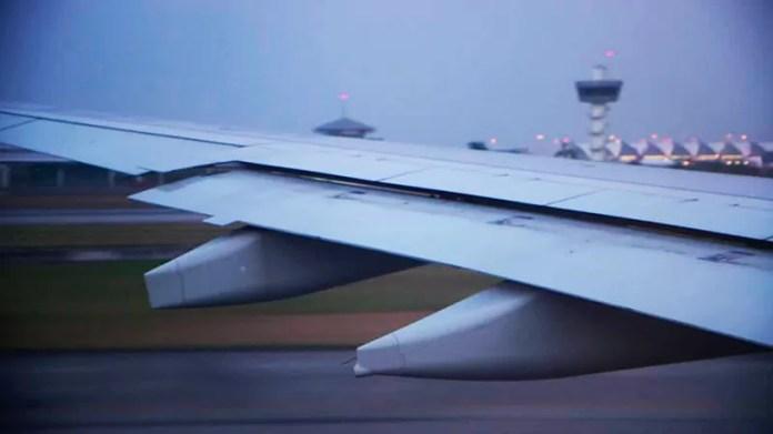 Cómo se prueba la resistencia de las alas de los aviones - Blog de CIM  Formación