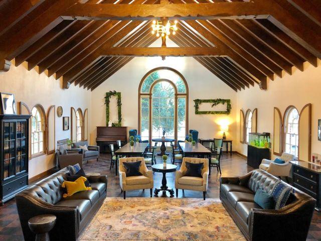 Portola-Gardens-Senior-Care-Lobby