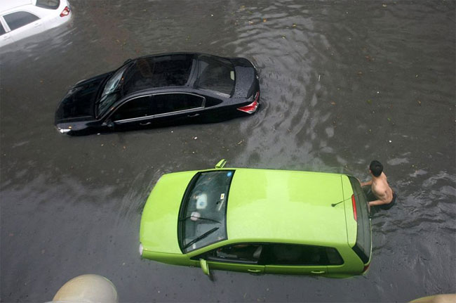 chengdu-4 pictures of floods in China
