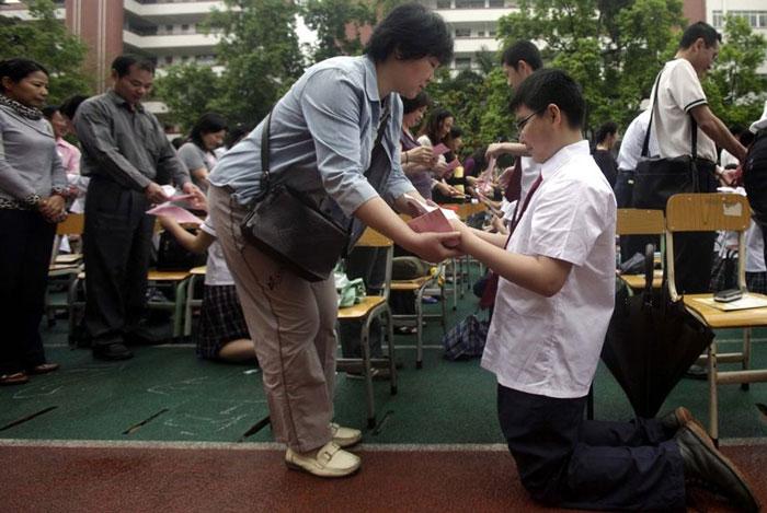 guangzhou-knee-002-Kneeling day