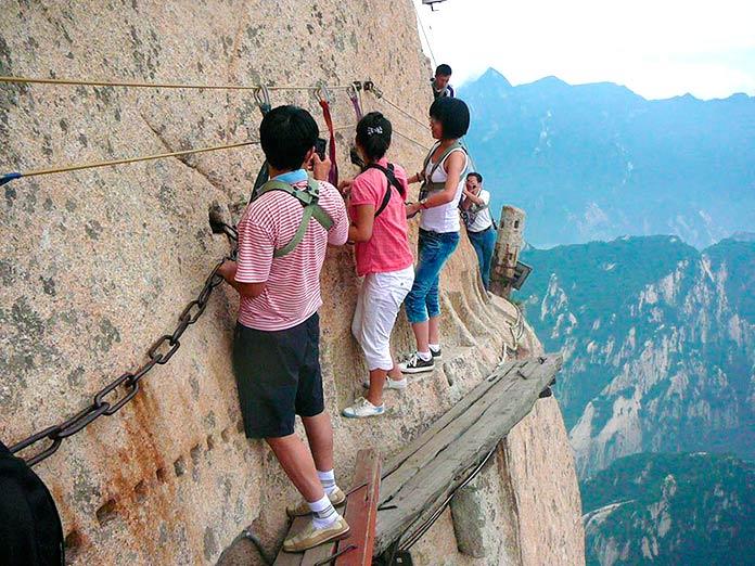 Sendero, de doble sentido, para subir y bajar a Huashan