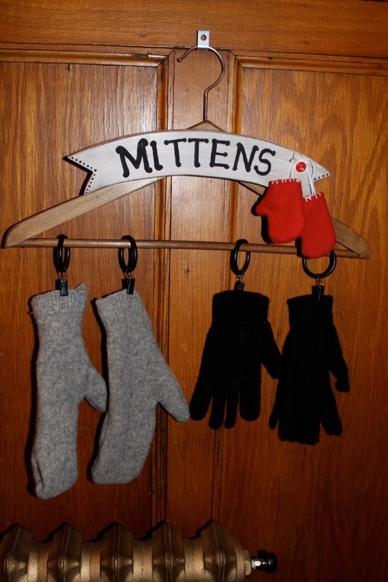 wet mitten hanger