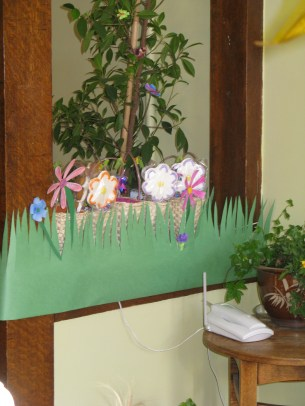 Decorated half walls. You can actually see the loot baskets with handmade flower cookies peeking out above the grass.