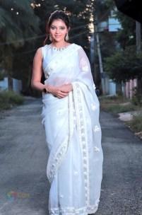 Athulya Ravi (33)