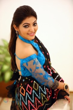 Athulya Ravi (73)