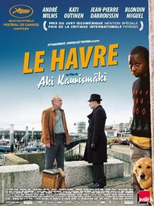 Marcel Marx, cireur de chaussure bohème vit dans un quartier populaire de la ville du Havre avec sa femme, Arletty et son chien.  Cette dernière est hospitalisée, les voisins et commerçants s'organisent pour l'aider dans cette épreuve lorsqu'un jeune garçon, réfugié africain et en situation irrégulière, trouve refuge dans sa maison.  Film franco-finnois de Aki Kaurismaki, sorti en France le 21/12/2011, avec André Wilms, Kati Outinen, Jean-Pierre Darroussin et Jean-Pierre Léaud.  LIRE LA CRITIQUE