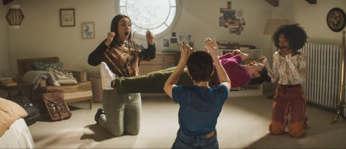 Jóvenes y brujas (Zoe Lister Jones, 2020)