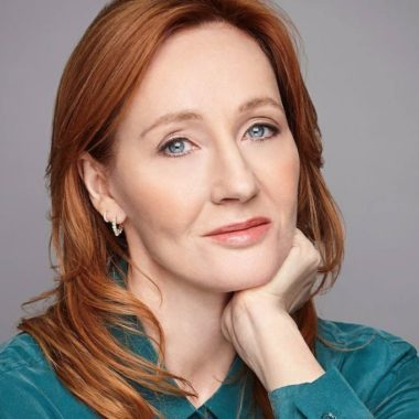 Cinegiornale.net j-k-rowling-le-accuse-di-transfobia-e-la-risposta-dei-colleghi-di-harry-potter-380x380 Home