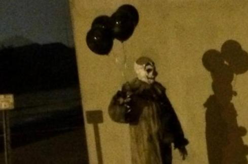 mystery-clown-creeps-out-green-bay-with-late-night-sightings