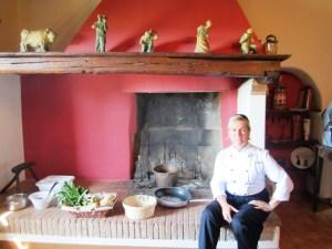 Helle nel camino della  Scuola di cuina del Colle