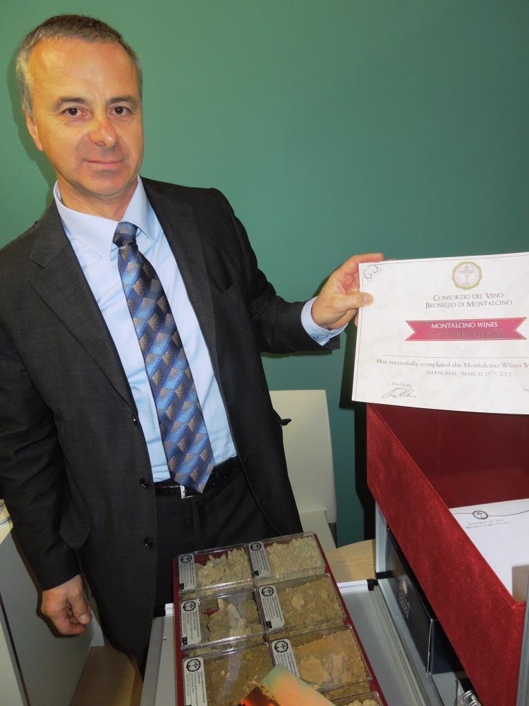 Stefano Campatelli -Direttore Consorzio Brunello di Montalcino- Kit per Msterclass Brunello- Vinitaly 2012