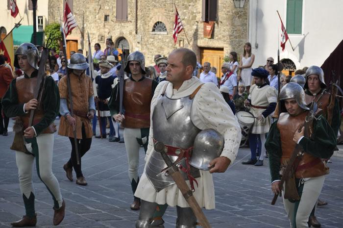 Montalcino-corteggio-storico