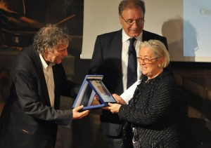 Donatella Cinelli Colombini receives the prize awarded to Brunello