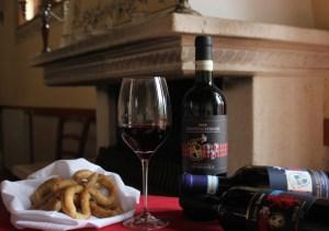 I vini di Donatella Cinelli Colombini coi biscotti salati dell'Amiata