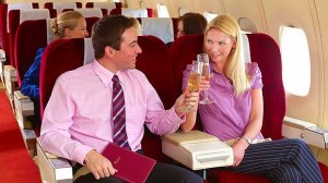art-Couple-on-plane-with-drinks-