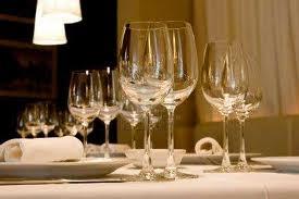 servizio in tavola del vino