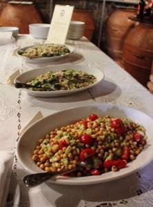 Fattoria del Colle per i Gourmet le isalate di legumi in cantina