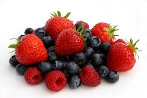 alimentazione-sana-fragola-mirtilli-anteprima-600x400-845848