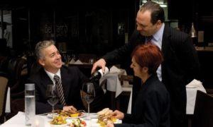 Il servizio del vino al ristorante