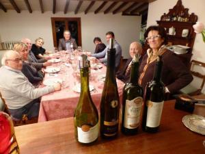 Emanuela e Emanuele Pellucci a cena con i vini del mondo