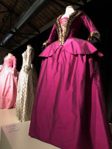 Marie Antoinette Prato Mostra ei costumi e degustazione delle Donne del vino