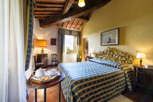 Villa-for-parties-Toscana-Archi-bedroom-Fattoria-del-Colle-agriturismo