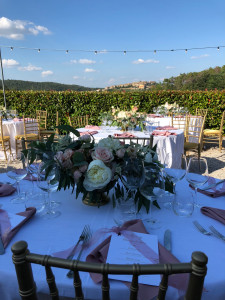 Lighting-for-summer-dinners-Fattoria-del-Colle-before-dinner