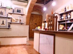 Spedizioni-e-pagamenti-dalla-cantina-turistica-Fattoria-del-Colle-Toscana