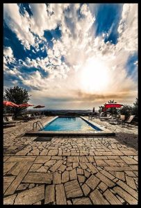 Fattoria-del-Colle-the-evening-by-the-pool