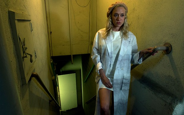 "American-Horror-Story-s05e03 Review: American Horror Story: Hotel s05e03 ""Mommy"""