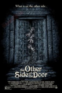 poster do outro lado da porta