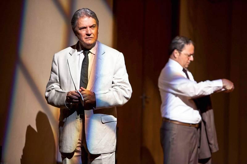 Doze-homens-e-uma-setenca-grupo-tapa-critica-04 Teatro: Doze Homens e Uma Sentença